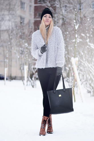ag on i ya blogger beanie fluffy grey tote bag combat boots winter outfits