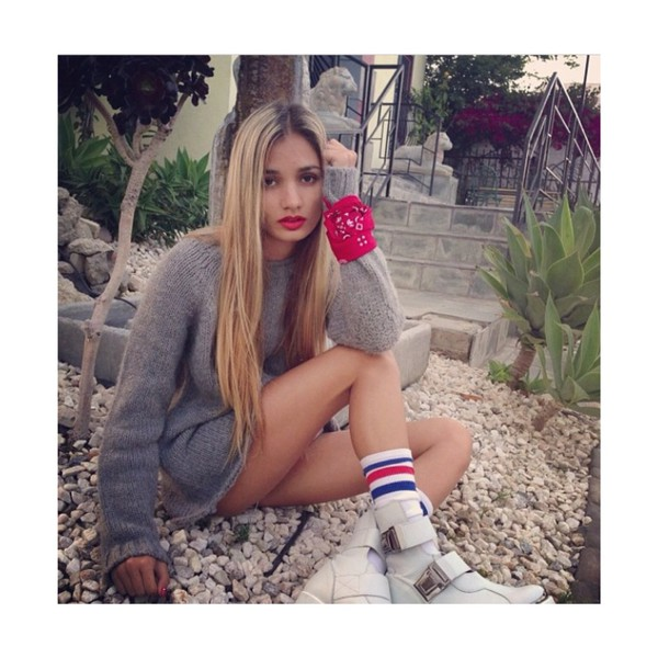 pia mia perez sweater