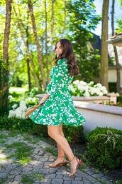 covering bases,curvy,blogger,shoes,jewels,green dress,sandals,summer outfits
