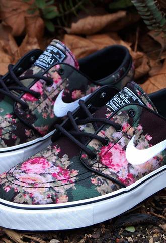 shoes nike floral sneakers nike sb stefan janiski floral floral janoskis nike shoes black nike sneakers