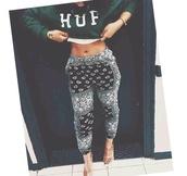 pants,black,white,bandana,baggy pants,harem pants,huf,green,sweater,jumper,print