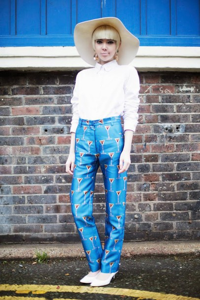stella's wardrobe blogger printed pants white shirt pants shirt jewels shoes
