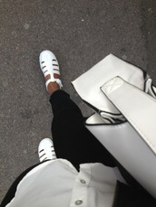 shoes,white,black,flats,sandals,fashion,streetwear