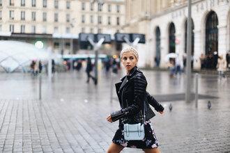 evelinas fashion cafe blogger jacket dress shoes bag
