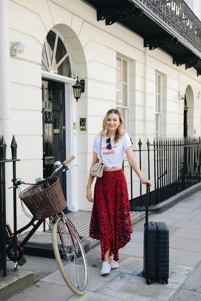 cocos tea party blogger t-shirt skirt bag sunglasses midi skirt