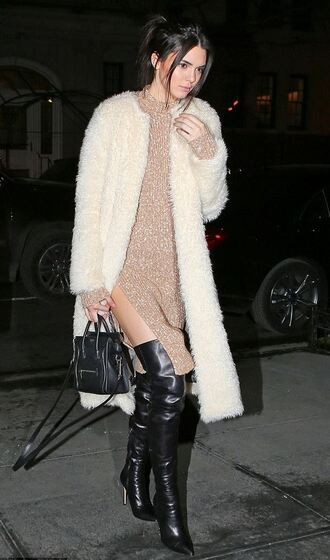 dress sweater dress kendall jenner knee high boots coat shoes knitted dress midi knit dress beige dress white fluffy coat fluffy fuzzy coat boots slit dress bag black bag celebrity style celebrity beige knit dress white long coat