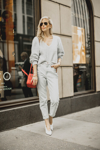 yael steren blogger sweater jeans bag shoes jewels sunglasses make-up nail polish grey sweater fall outfits red bag pumps