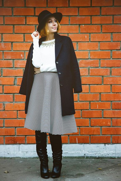 midi skirt blogger black boots gvozdishe striped skirt coat fedora tartan