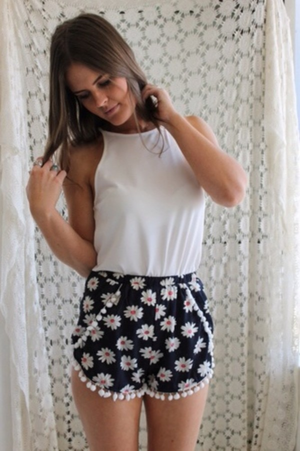 shorts daisy pom pom shorts