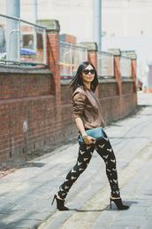 cecylia,blogger,jewels,brown,print,black heels,sunglasses,top,bag