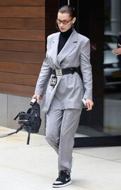pants,blazer,suit,grey,bella hadid,model,model off-duty,streetstyle