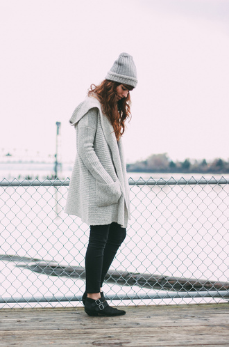 the mop top blogger cardigan grey black jeans ankle boots grey beanie