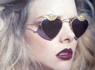 sunglasses sunglasess black gold fashion vintage heart heart sunglasses heart shaped make-up aviator sunglasses heart rock