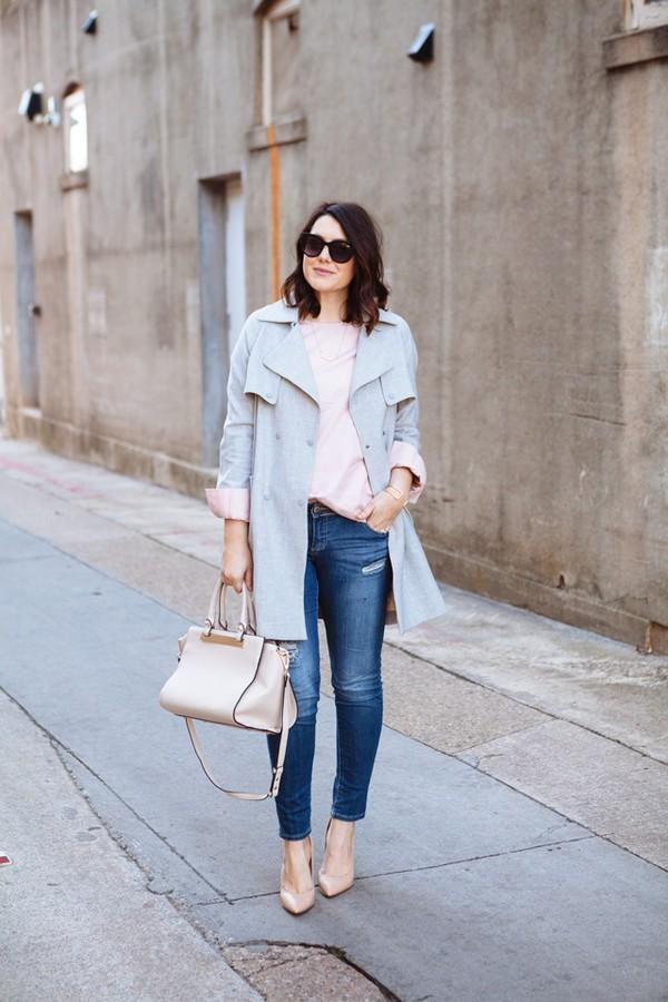 kendi everyday blogger trench coat light blue blue coat coat blouse shoes sunglasses jewels make-up bag
