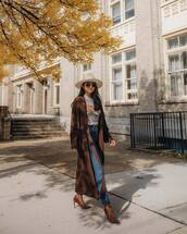 coat,long coat,suede,trench coat,pumps,suede pumps,jeans,high waisted jeans,printed t-shirt,hat,sunglasses,earrings