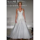 dress,tulle dress,bridalwear,sweep train,wedding dress