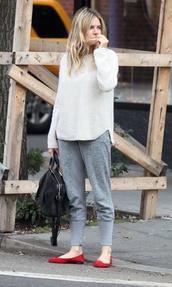 pants,le fashion,blogger,sweater,ballet flats,red shoes,white sweater,grey sweatpants,bag,cashmere jumper