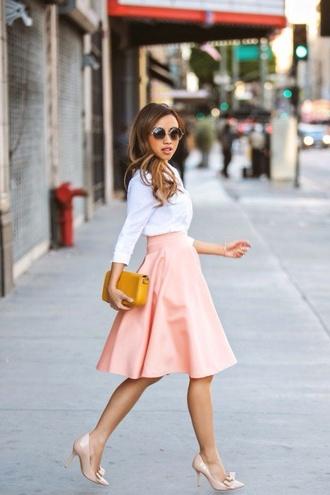 skirt white shirt blogger blush skirt pastel skirt midi skirt round sunglasses nude pumps petite girls yellow clutch