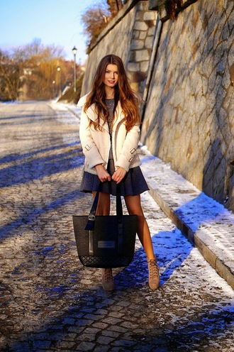only my fashion style blogger tote bag shearling jacket
