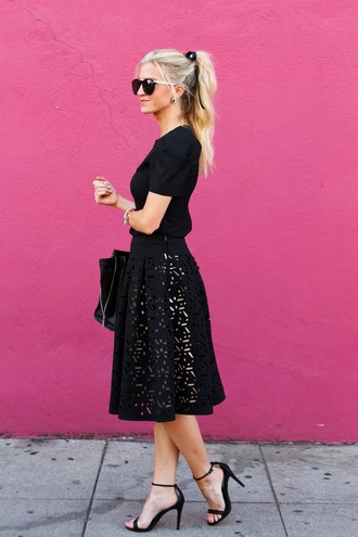 elle apparel blogger all black everything midi skirt black skirt retro 50s style laser cut