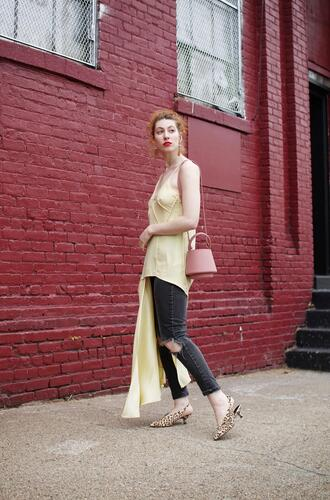 de lune blogger jeans tank top dress bag jewels yellow top spring outfits