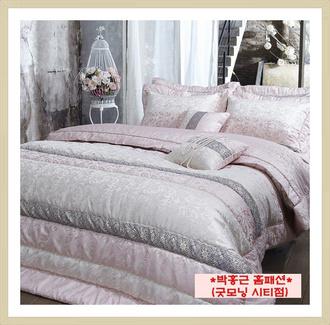 home accessory bedding bedroom blanket classy romantic