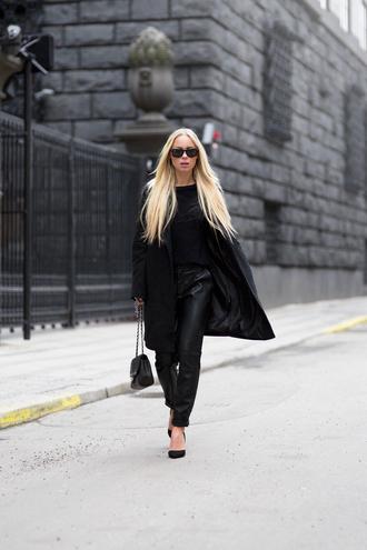 victoria tornegren blogger black black coat black pants