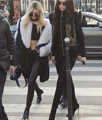 coat where to get this look ? gigi hadid kendall jenner jewels jewelry necklace choker necklace black choker black model model off-duty celebrity style celebstyle for less