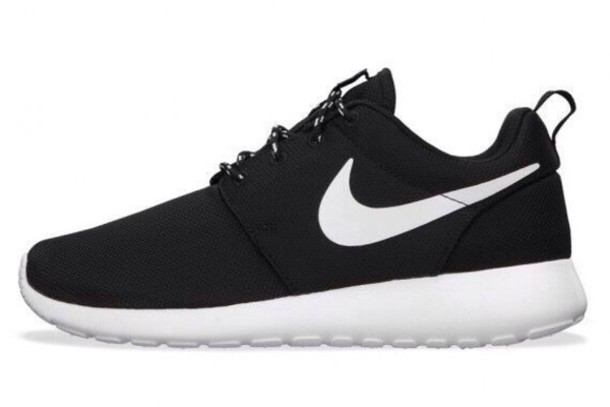 nike free runs black and white