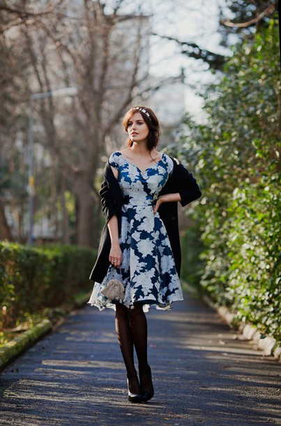 the bow-tie blogger dress retro floral dress cardigan