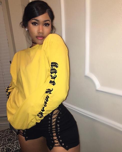Shirt yellow black writting long sleeves urban baddies - Wheretoget