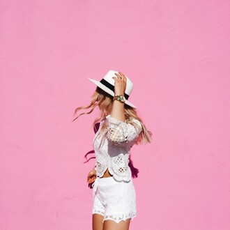 vickys style blogger white top crochet top white shorts lace shorts white hat all white everything summer outfits summer shorts