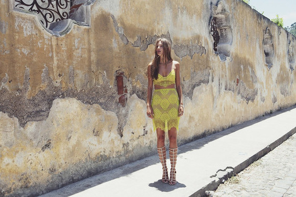 skirt yellow lace skirt two-piece gladiators summer outfits