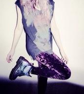 leggings,purple,pants,tights,velvet,soft,disco pants,DrMartens,galaxy leggings,t-shirt,grey sweater,pink,sweater