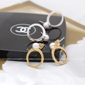 jewels,jewelry,stud,stud earrings,pearl ring,pearl earrings,pearl,lovely