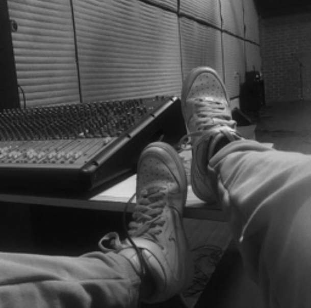 shoes white nike hightops nike