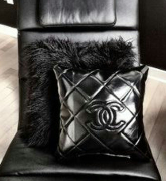 jewels black pillow chanel feathers accessories pillow