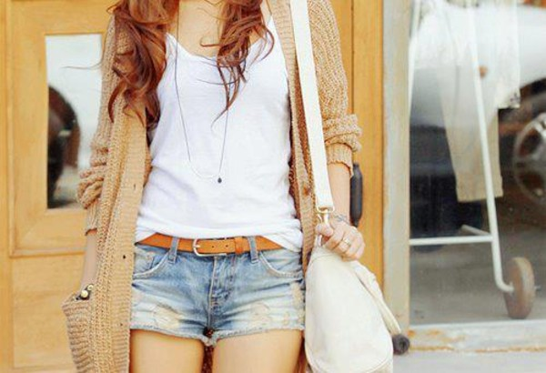 shorts clothes sweater belt bag jewels jeans jacket shirt casual cut off shorts cute sweaters big purse t-shirt white t-shirt white plain shirt blouse wool cardigan white shirt denim shorts light blue white bag purse cardigan top tan sweater brown sweater beige knitted cardigan ripped jeans skirt