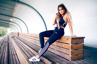 fanny lyckman blogger black crop top workout leggings sports pants adidas adidas shoes