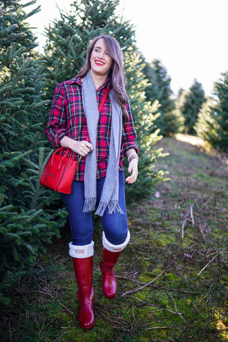 covering bases curvy blogger shirt jeans shoes sweater socks scarf jewels make-up