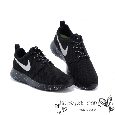 Nike roshe run women black and white speckled