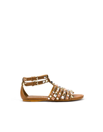 Sandalia romana tachas