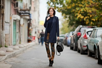 blogger blazer the bow-tie printed pants leather bag navy