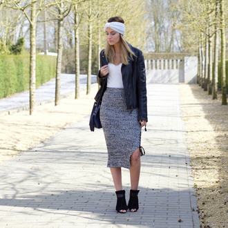 from brussels with love blogger bag shoes grey skirt white top leather jacket black boots headband