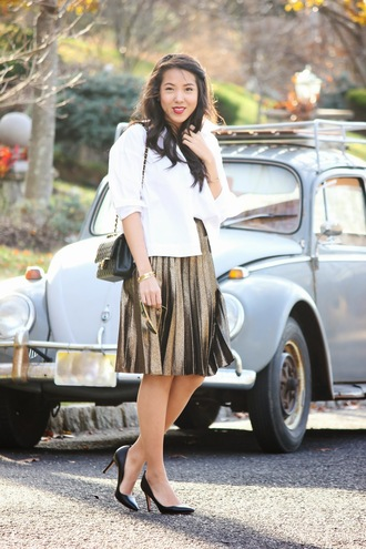 refined couture blogger bag pleated skirt stilettos metallic gold metallic pleated skirt