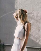 top,tumblr,white top,crop tops,white crop tops,skirt,white skirt,hairstyles,hair,blonde hair,long hair