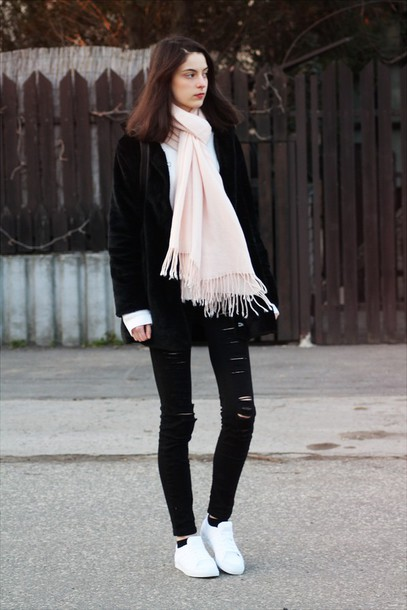 mes memos blogger coat black ripped jeans white sneakers