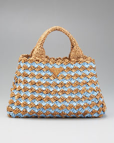 Color crocheted raffia tote