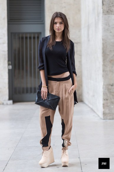 pants fashion large cool beige style model emily ratajkowski