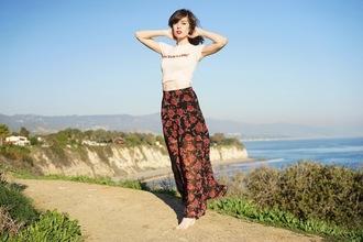 a fashion nerd blogger floral skirt flowy white t-shirt